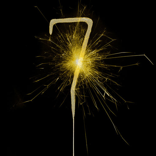 Glitz Gold Number 7 Non Hand Held Sparkler 17cm Product Image